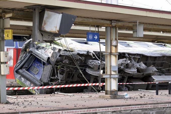 Prancūzijoje nuo bėgių nuriedėjo traukinys, žuvo septyni žmonės, yra daug sužeistų