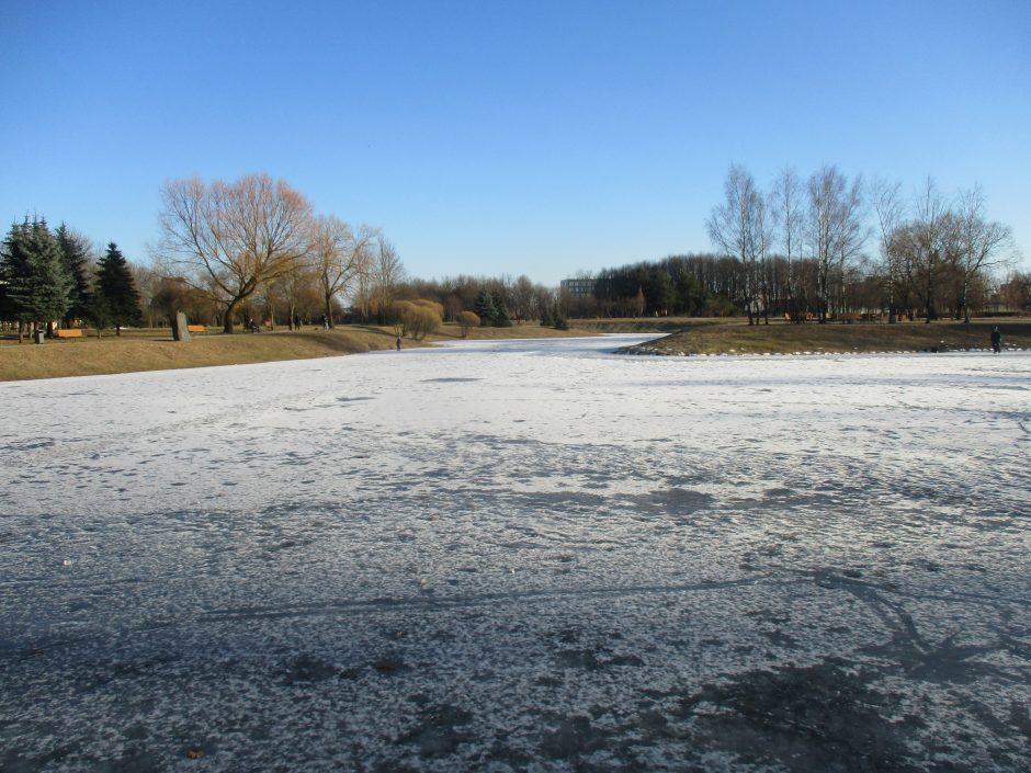 Ugniagesiai įspėja: lipti ant ledo pavojinga