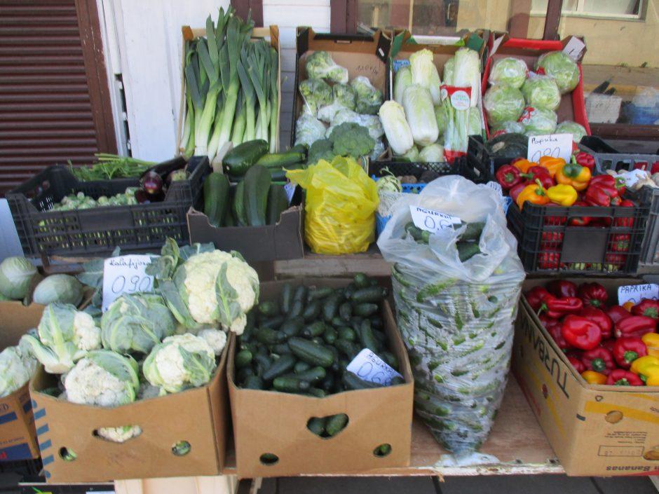 Pigiausiame turguje pabrango agurkai ir pomidorai, vynuogės nekainuoja nė euro