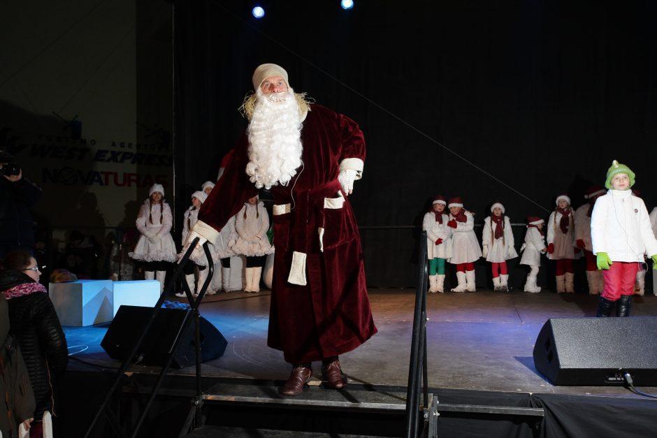 Lietuvos kultūros sostinė Palanga, įžiebdama muzikinę eglę, pirmoji žengė į Kalėdas