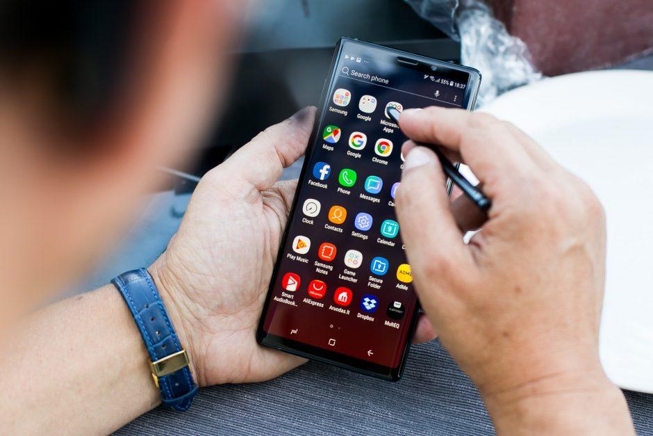 Išmaniųjų telefonų darbui evoliucija: dideli ekranai ir kompiuterio funkcijos