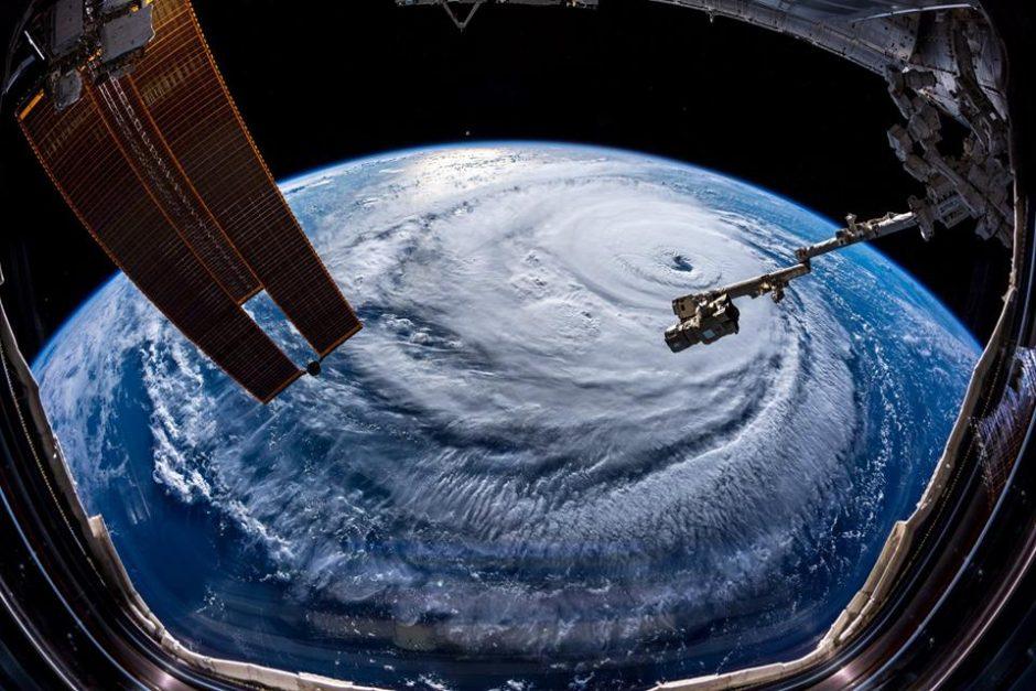 Astronautas A. Gerstas apie artėjantį uraganą: ateina košmaras, nemokantis juokauti