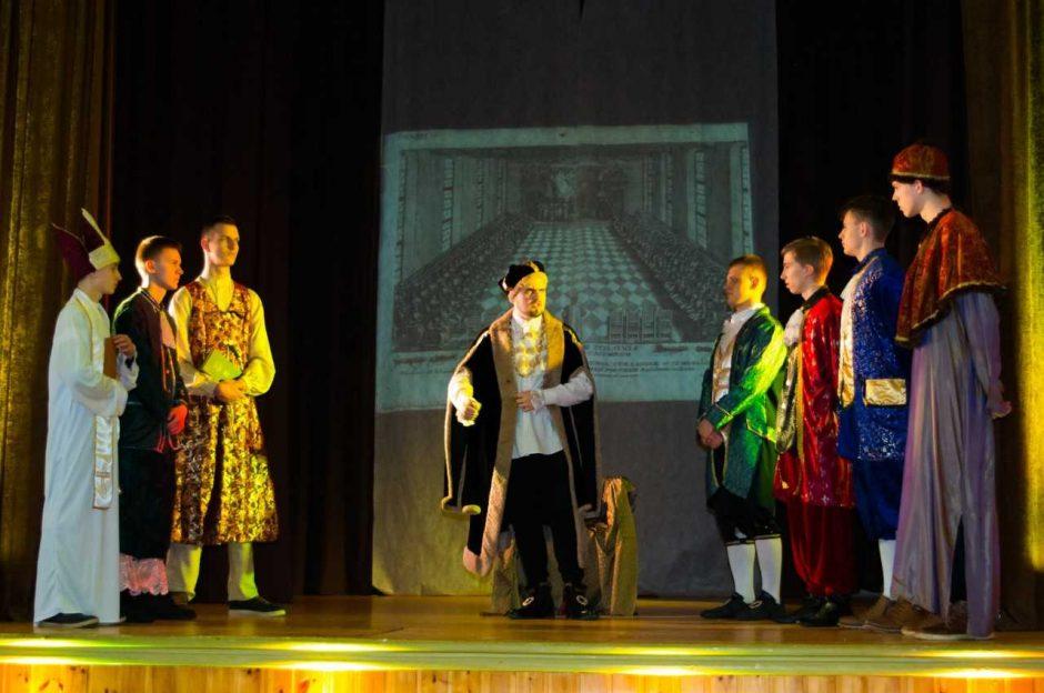 Prezidento Valdo Adamkaus gimnazijoje atgyja istorija