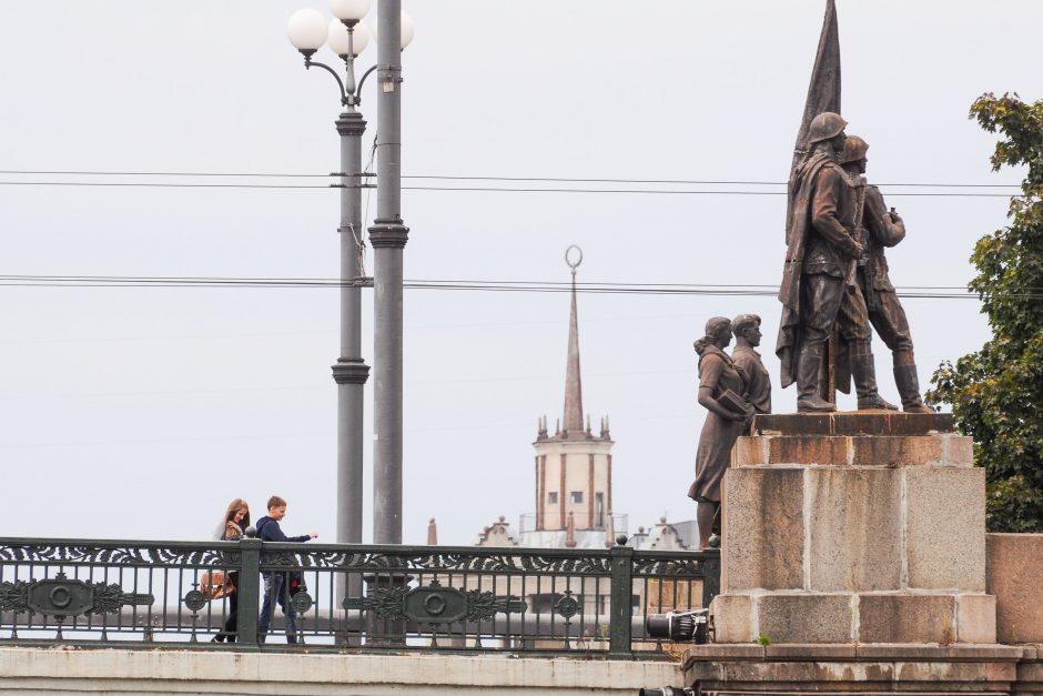 Okupacinės kariuomenės išvedimo 20-metį primins atminimo lenta ant Žaliojo tilto Vilniuje