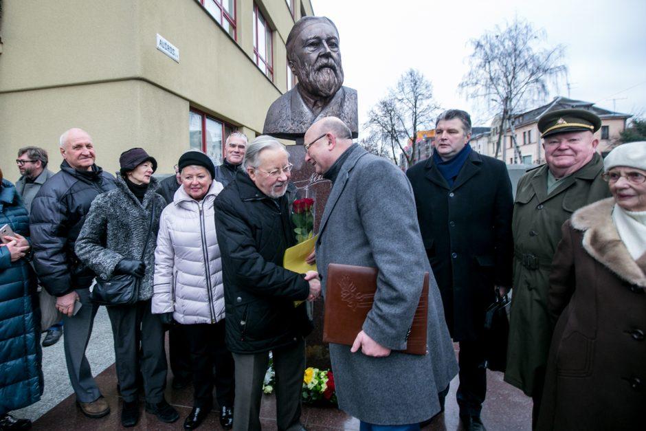 Kaune atidengtas paminklas kalbininkui J. Jablonskiui