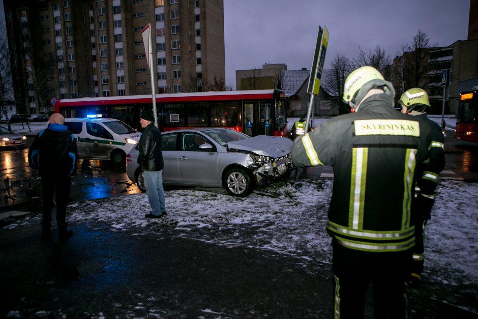 Šilainiuose – trijų automobilių avarija