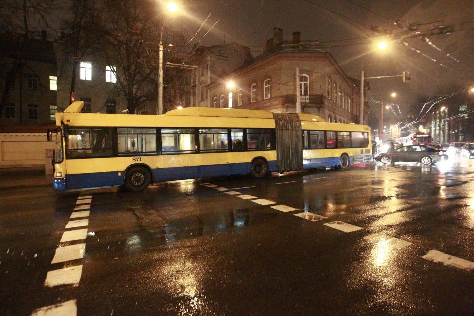 Vilniaus centre spūstys: autobusas įsirėžė į pėsčiąją