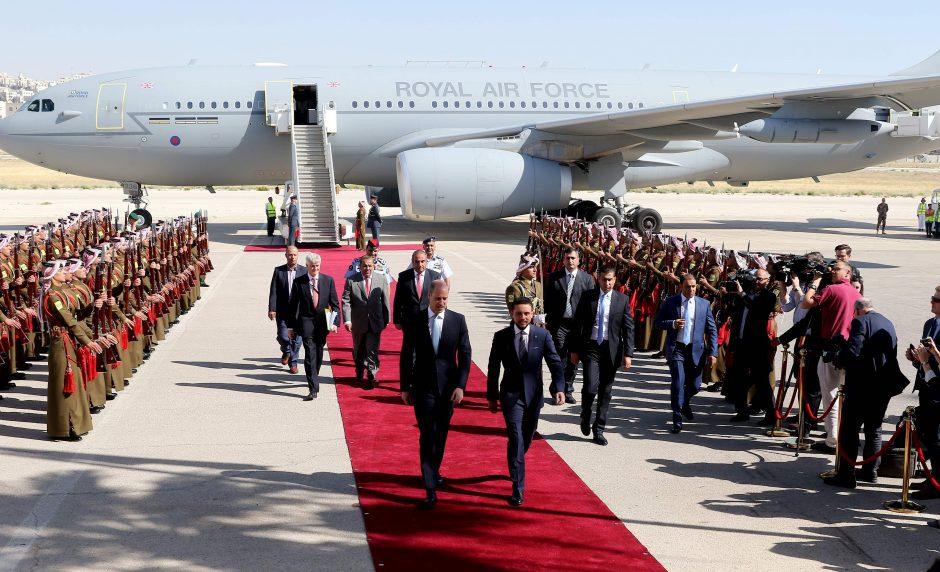 Princas Williamas Jordanijoje pradeda kelionę po Artimuosius Rytus