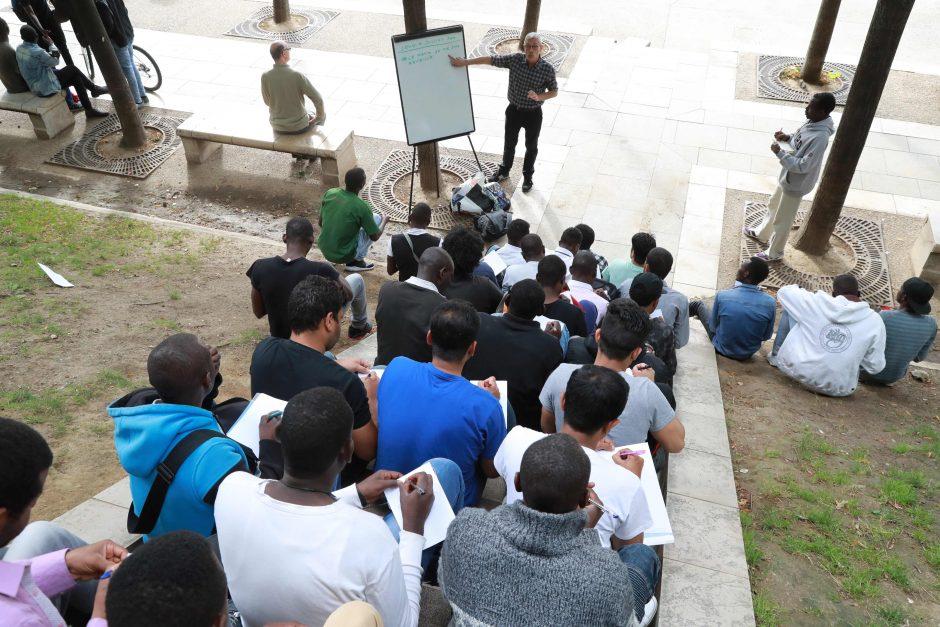 Prancūzijoje migrantus kalbos ėmė mokyti savanoriai