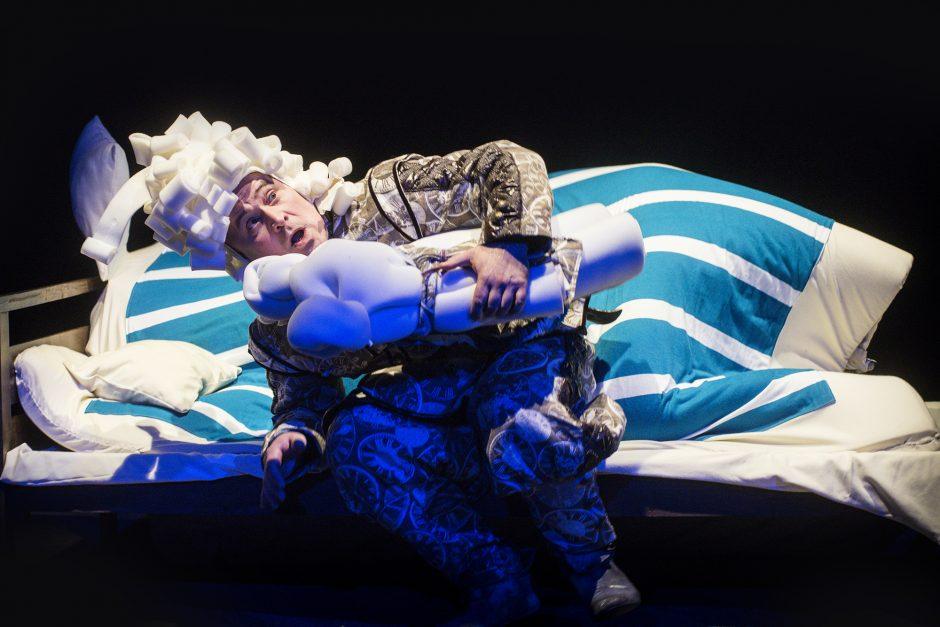 """""""Bildukai"""" ir baimes valganti lova – spektaklis vaikams Keistuolių teatre"""
