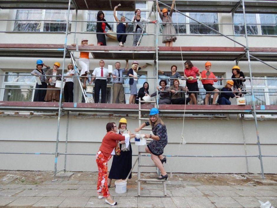Linksmiausias Lietuvos mokytojų kolektyvas išbandė statybininkų duoną