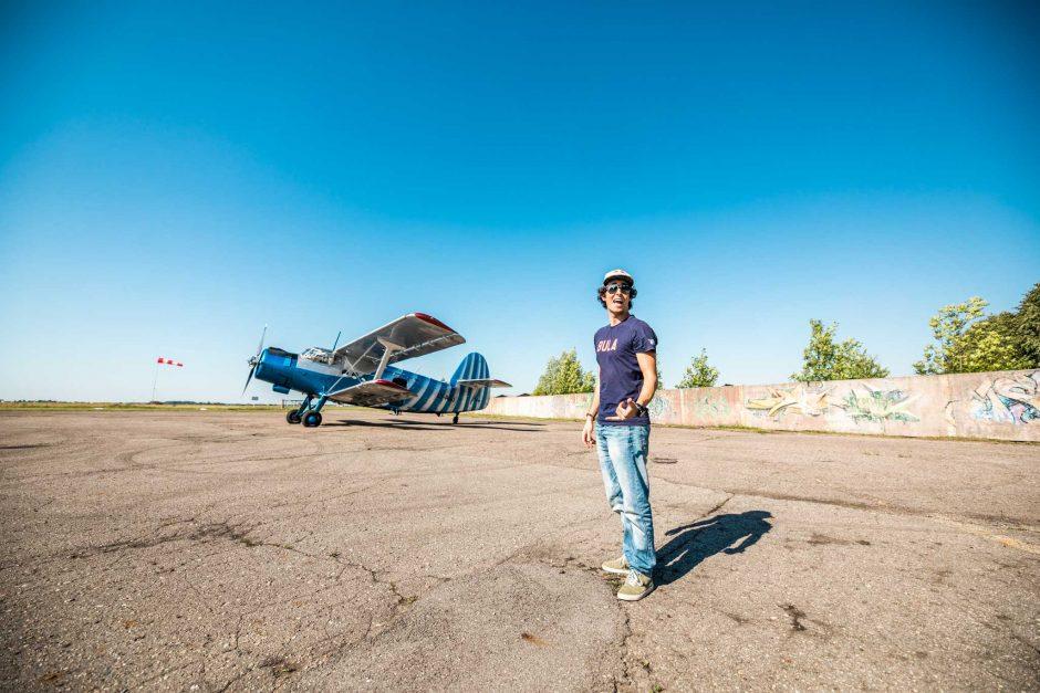 Pajūryje pasirodymą surengsianti parašiutizmo žvaigždė D. Roman – jau Lietuvoje