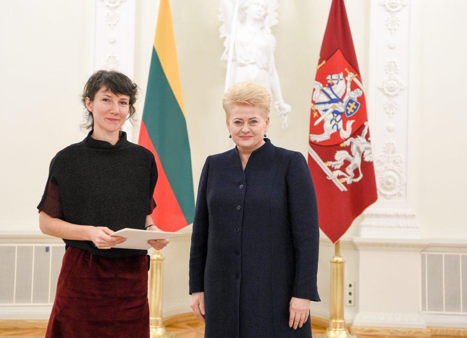 Prezidentė apdovanojo jaunuosius mokslininkus