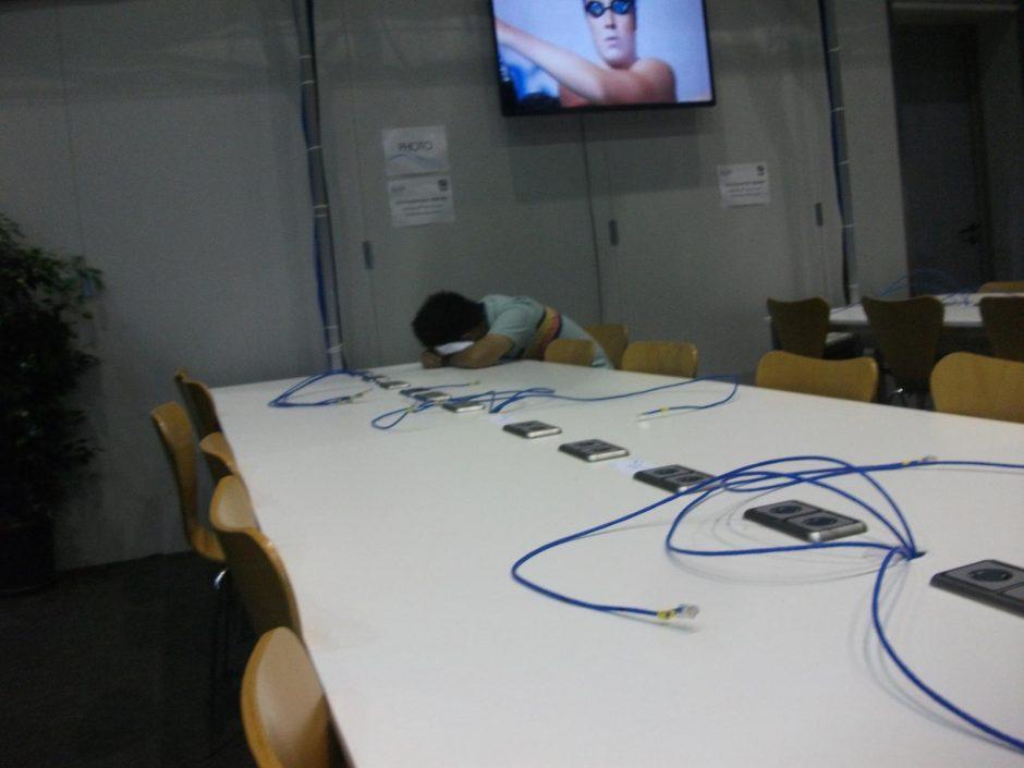Auksu Lietuvai suspindusio čempionato užkulisiai: netikri pinigai, miegantys žurnalistai ir kitos keistenybės (fotoreportažas)