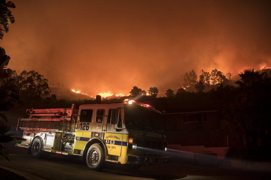 JAV: Kalifornijoje dėl miško gaisrų evakuoti 27 tūkstančiai žmonių