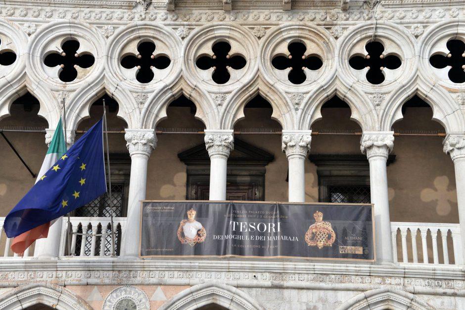Venecijoje apiplėšta brangenybių iš Indijos paroda