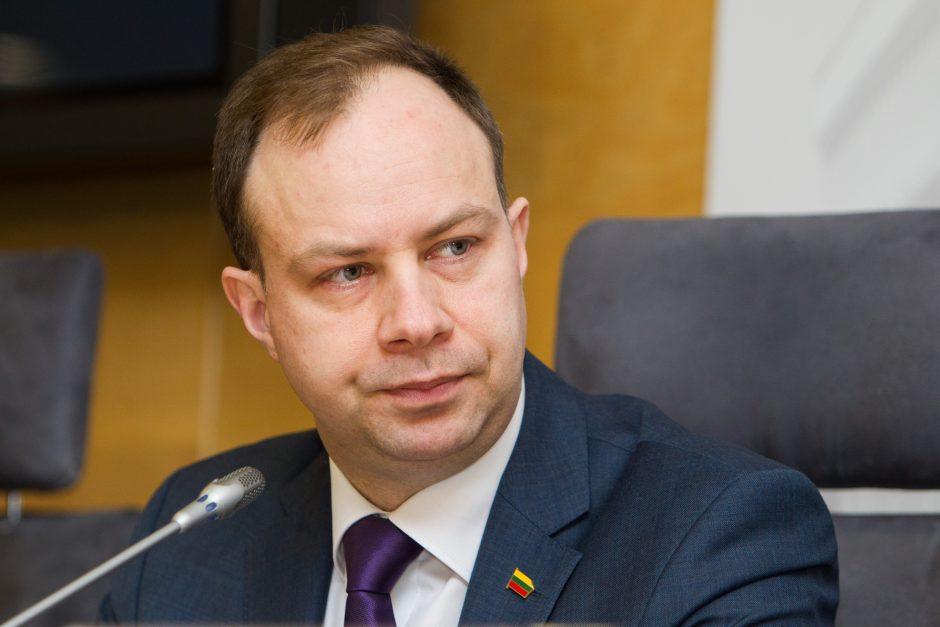 Ministras ir medikų atstovai susitinka tartis dėl algų kėlimo