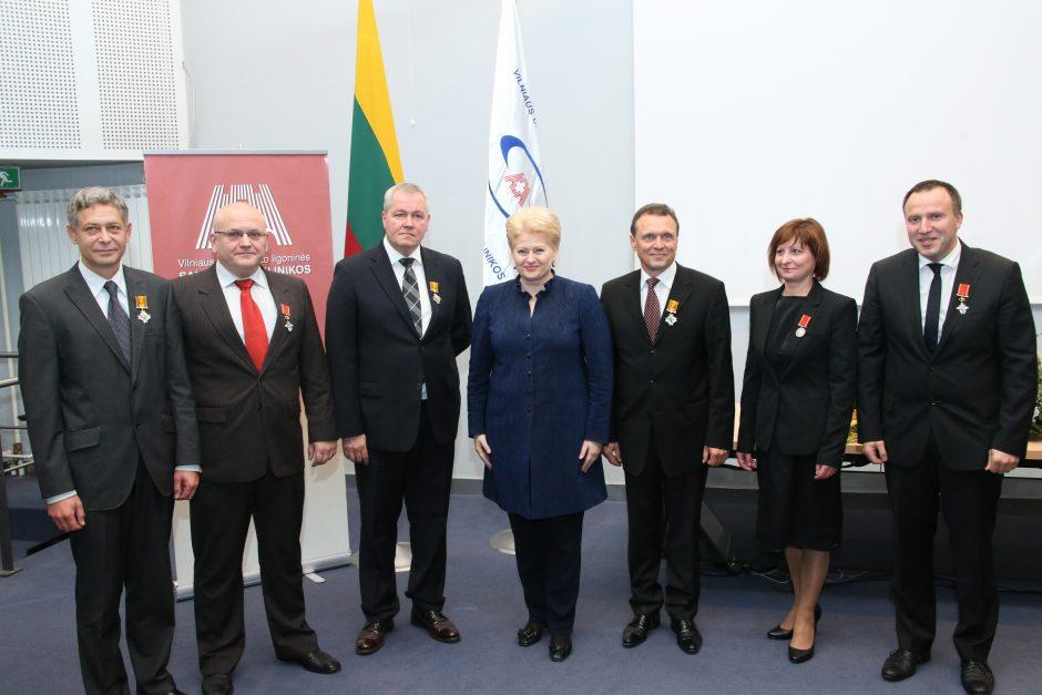 Santariškių medikams prezidentė įteikė valstybės apdovanojimus