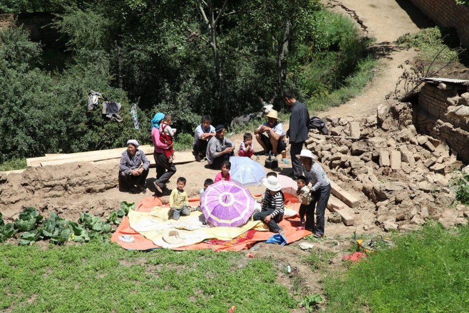 Kinijoje po žemės drebėjimų gelbėtojai karštligiškai ieško gyvų žmonių