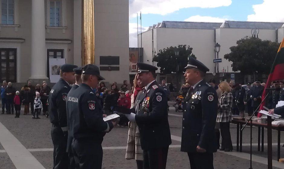 Rotušės aikštėje pagerbti labiausiai pasižymėję policijos pareigūnai