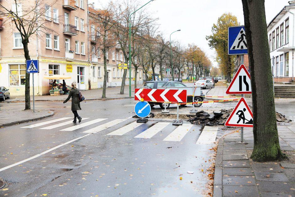 Judrioje gatvių sankryžoje – vandentiekio avarija