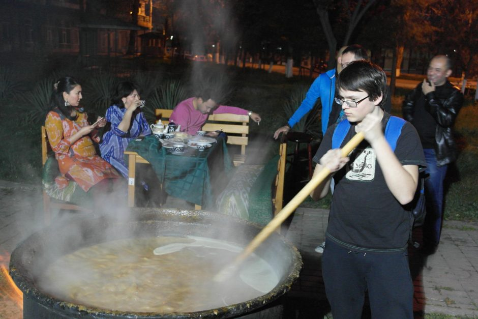 Mokslų daktaras iš Uzbekijos parsivežė 13 kg ryžių