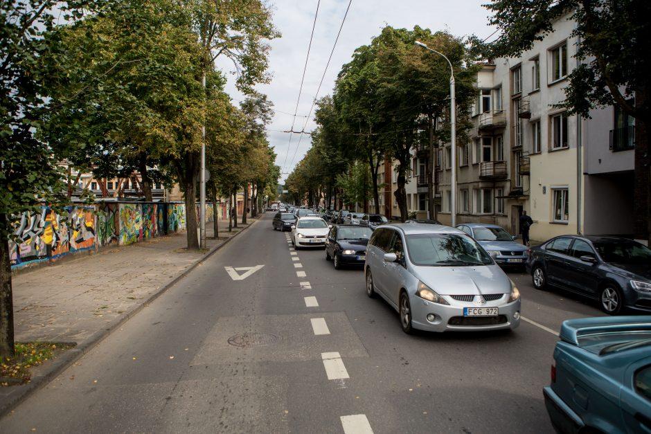 Automobilių spūstys vis labiau dusina Kauną