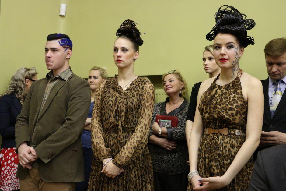 Kirpėjai atkūrė tarpukario Kauno šukuosenas