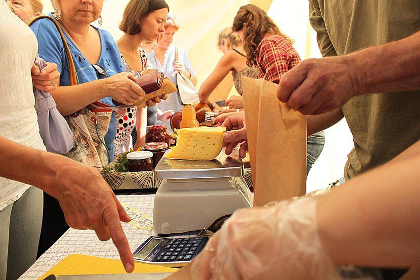 Sūrių mėgėjai Druskininkuose džiaugėsi didele lietuviškų sūrių įvairove