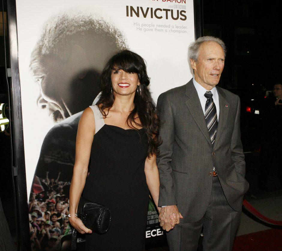 83-ejų C. Eastwoodas skiriasi su žmona Dina