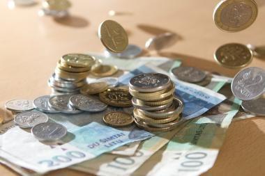 Du broliai mušė pensininką žarstekliu ir reikalavo pinigų