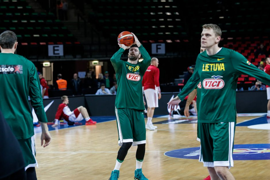 Lietuvos krepšinio rinktinė be vargo įveikė lenkus