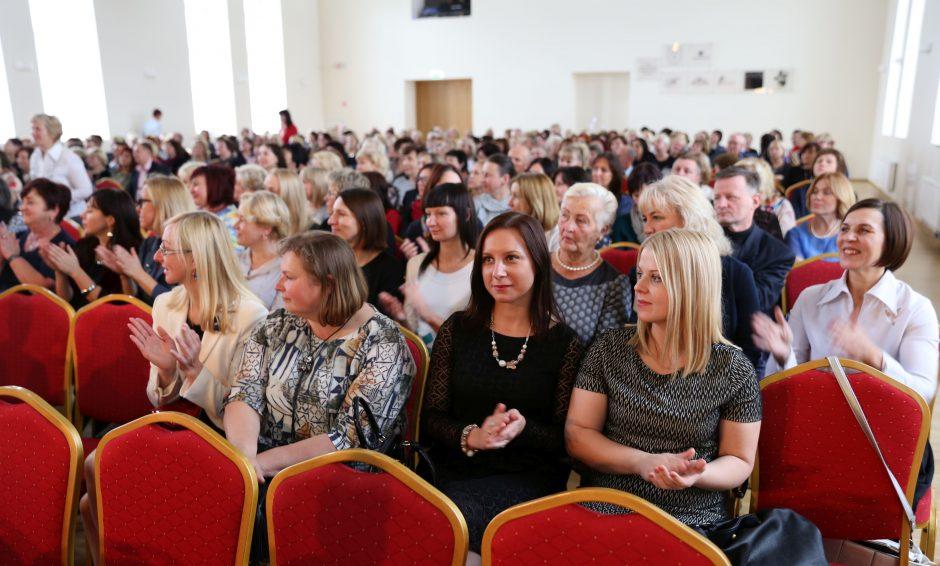 Raudondvaryje pagerbta beveik 100 pedagogų