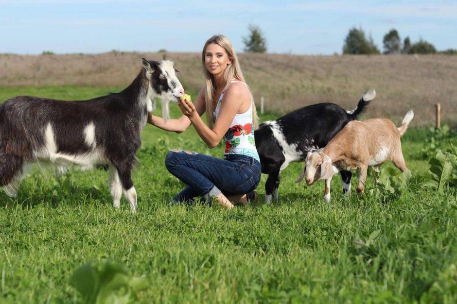 Tarp karvių, ožkų ir vištų: modelių vegetarių akcija prieš gyvūnų žudymą