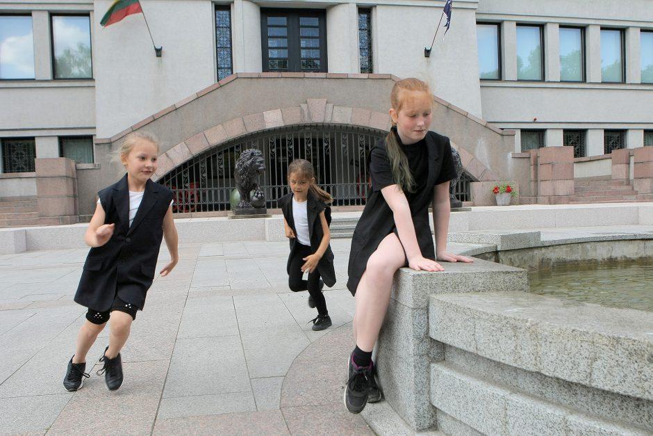 """Ekskursija-šokio spektaklis """"riboŽENKLIAI.KAUNAS"""""""