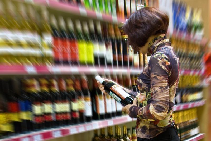 A.Matulas siūlys didinti akcizą alkoholiui