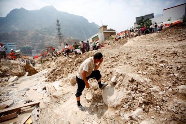 Kolumbijoje žemės nuošliauža palaidojo apie 30 žmonių