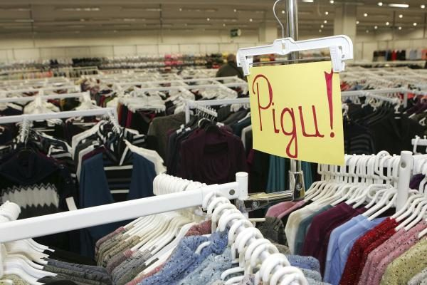 Didmiesčių gyventojai atsigręžė į nukainotas prekes