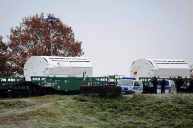 Vokietijoje branduolines atliekas vežantis geležinkelio sąstatas pasiekė kelionės tikslą (papildyta)