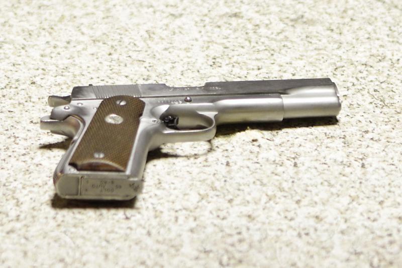 Moteris namuose rado nusišovusį sutuoktinį
