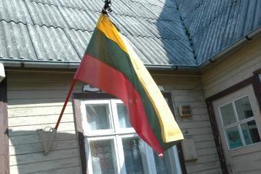 Kovo 11-ąją pavogta vienuolika vėliavų