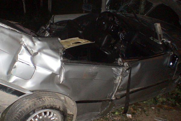 Ukmergės rajone BMW įskriejus į namą žuvo jaunuolis