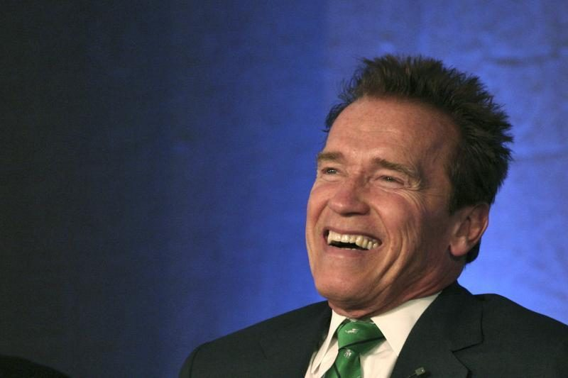 """Arnoldo Schwarzeneggerio """"skyrybos tebevyksta"""""""