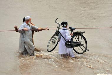 Pakistane potvyniai ir audros nusinešė apie 150 žmonių gyvybių