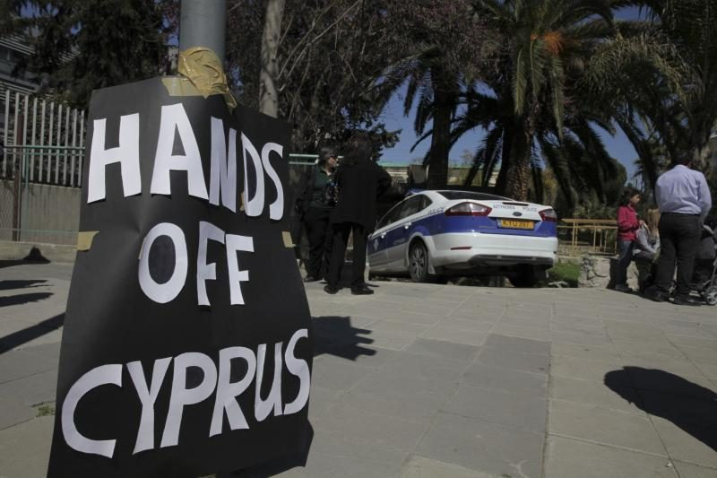 Kipro prezidentas inicijuoja baudžiamuosius tyrimus dėl bankų krizės