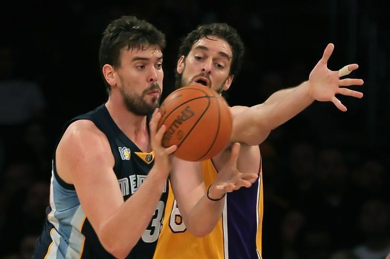 """""""Lakers"""" pratęsė pralaimėjimų seriją, D. Howardas patyrė traumą"""