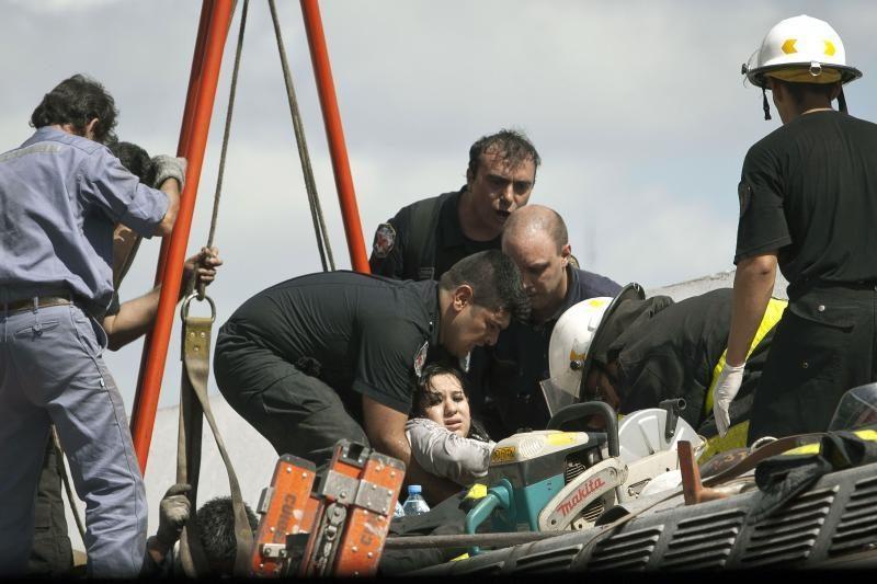 Argentinoje į griovą nuvirtus autobusui žuvo 12 žmonių, 50 sužeista