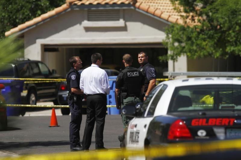Finikso priemiestyje užpuolikas nušovė keturis žmones ir nusižudė