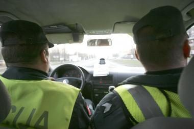 Be darbo kitąmet gali likti bent 500 policininkų