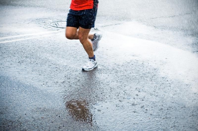 Mokslininkai: bėgti ar nebėgti prapliupus lietui?
